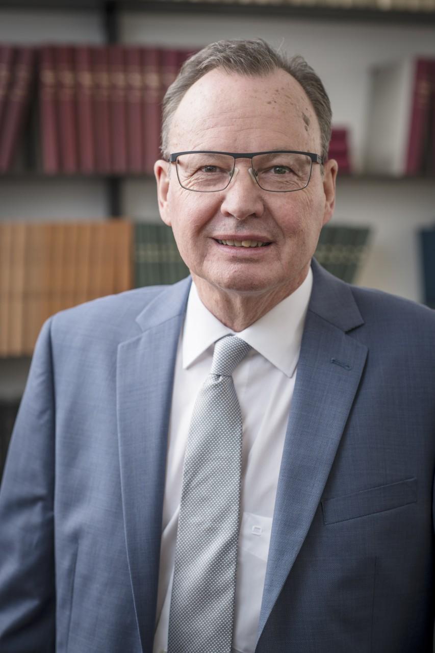 Dr. Nikolaus Mair